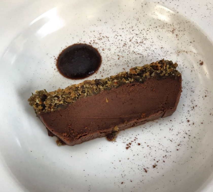 vegan chocolate mousse served on a yoga retreat by the mat movement